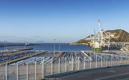 """""""Hoewel China fors geïnvesteerd heeft in de grootste haven van Afrika (Tanger Med), verscheept diezelfde haven geen Chinese, maar Europese voertuigen van Marokkaanse makelij naar internationale markten.""""beeld iStock"""