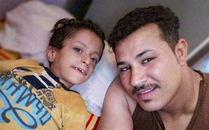 """Samer met zijn vader Mark Maher Nazeer. """"Samer glimlachte altijd"""", aldus moeder Maria tegen Open Doors.beeld Open Doors"""