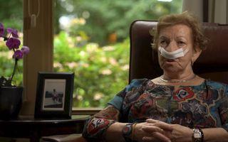 Mevrouw Bosmans is een van de gasten van hospice De Regenboog in Nunspeet. Ze heeft kanker, met uitzaaiingen in de botten, en is net geopereerd aan een melanoom.beeld RD