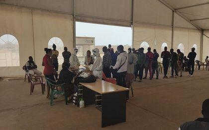 Testlocatie in het stadion in Gambia.beeld Lex Rietman