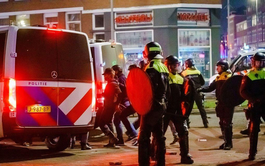De Beijerlandselaan in Rotterdam-Zuid, maandagavond. beeld ANP, Marco de Swart
