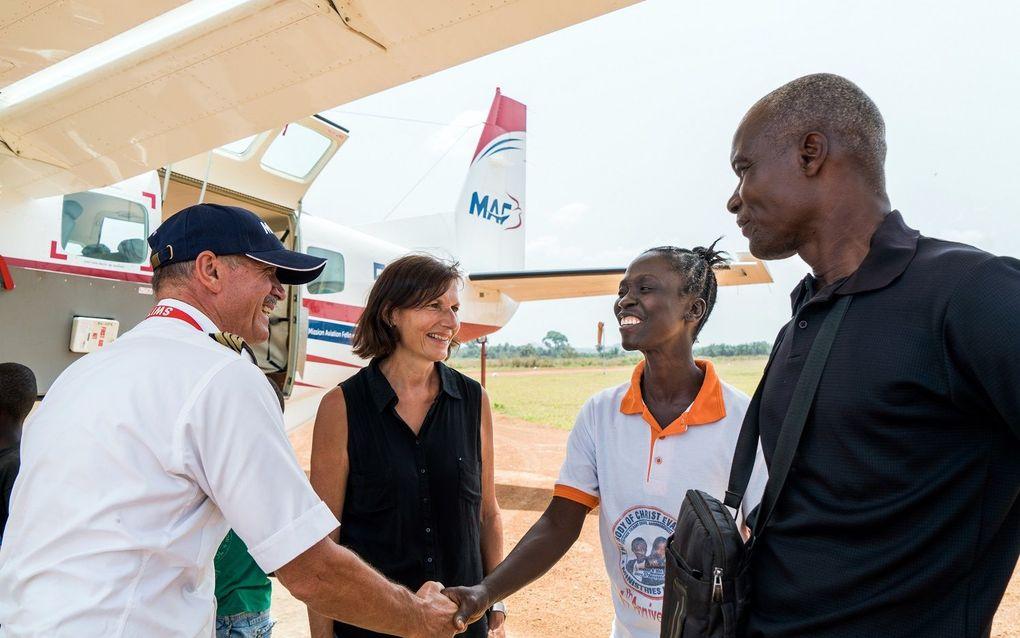 Echtpaar Howard en bezoekers van 'Christ our Hope North' weeshuis vliegen regelmatig met MAF.