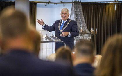 Burgemeester Jan van Zanen ontbeet woensdag met Haagse ondernemers. Hij oordeelde positief over de Miljoenennota.beeld ANP, Lex van Lieshout