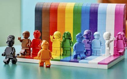 """""""Iedereen is super"""". beeld LEGO"""