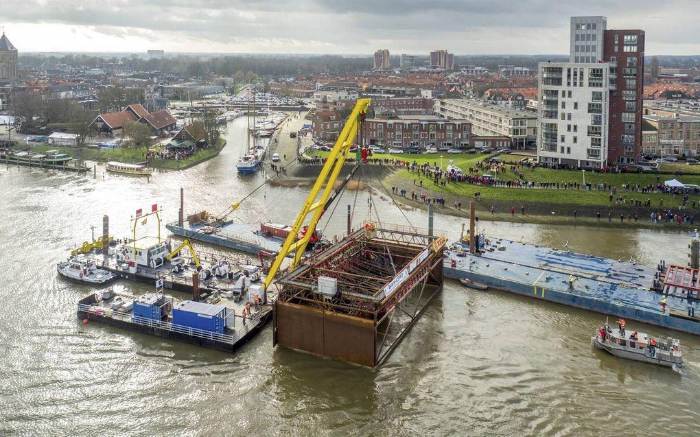 De IJsselkogge werd in 2016 bij Kampen gelicht. Donderdag besluit de gemeenteraad of er extra geld komt om de kogge voor de stad te behouden.beeld ANP, Cloudshots