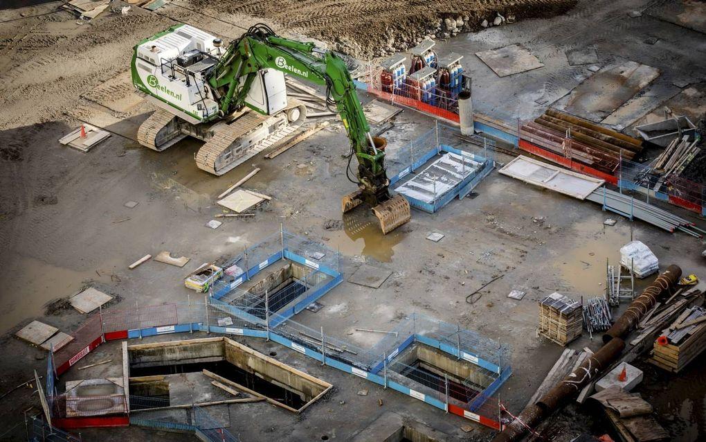 Een bouwplaats in Den Haag. De bouwsector is sterk afhankelijk van het sentiment onder bedrijven en consumenten, aldus ABN AMRO vrijdag.bron ANP, Bart Maat