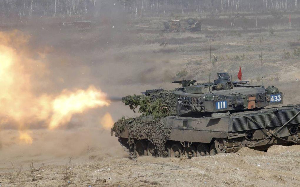 """""""Een tank heeft niet voor niets die naam, met een verbruik van zo'n 4 liter diesel per kilometer."""" beeld EPA, Valda Kalnina"""