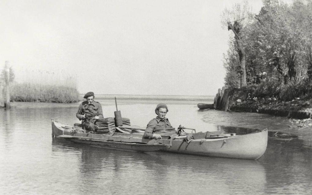 De Werkendamse liniecrossers Adriaan de Keizer (links) en Piet van den Hoek (rechts).beeld uit besproken boek