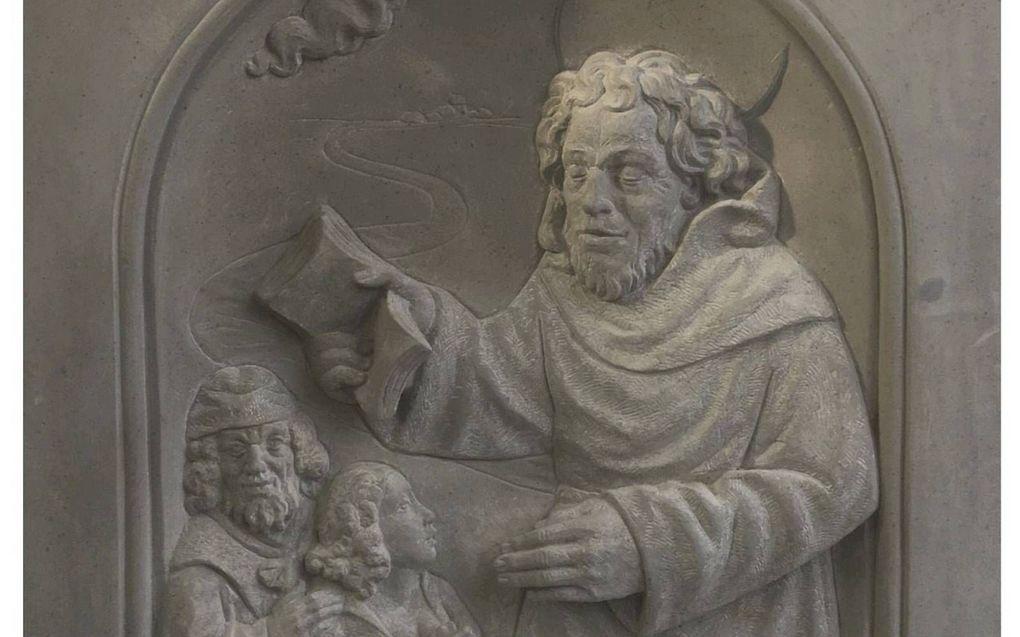 """Gevelsteen voor Bonifatius in de Pieterskerk in Breukelen.beeld Werkgroep """"1300 jaar Bonifatius Breukelen/Woerden"""""""
