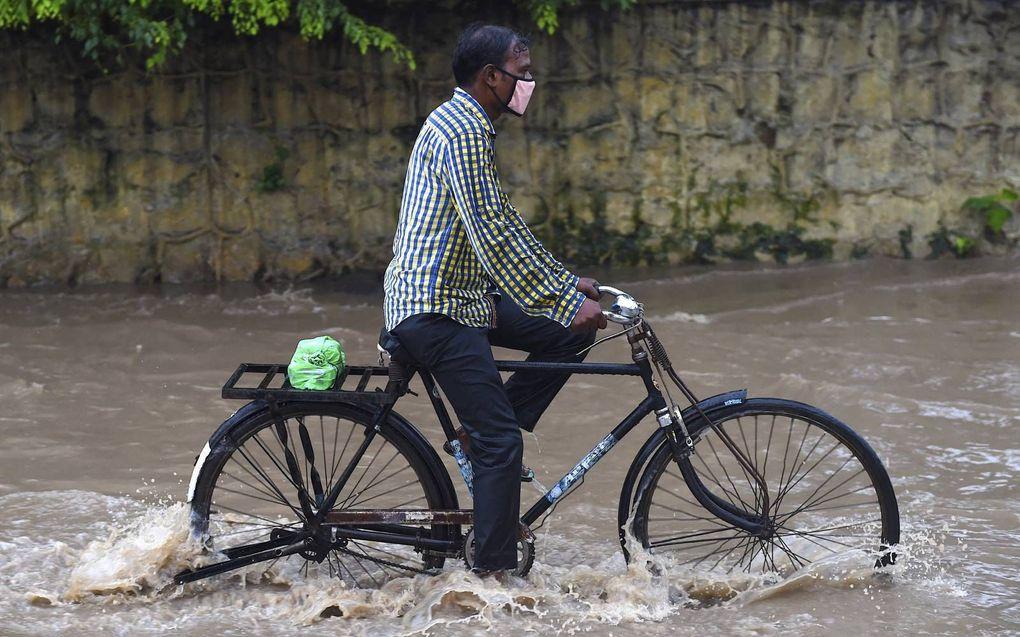 """""""In Azië kampt men met overstromingen en orkanen."""" beeld AFP, Money Sharma"""
