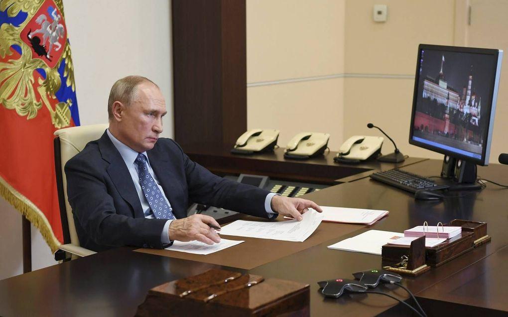 Poetin aan het werk in zijn residentie in Novo-Ogaryovo, buiten Moskou, 8 december.beeld EPA, Alexei Nikolsky