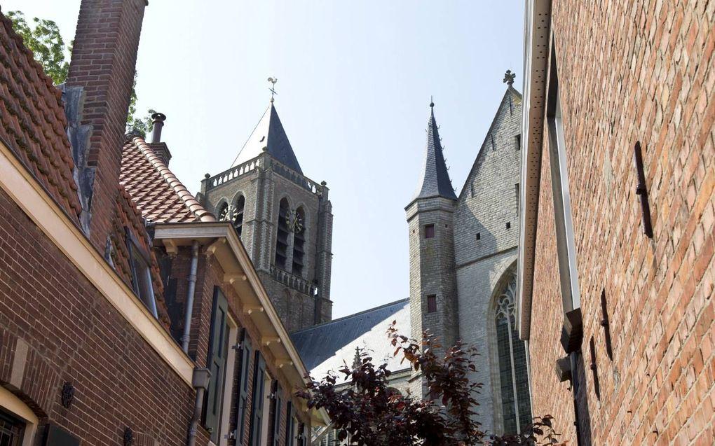 De hervormde emeritus predikant ds. M. Geuze schreef brieven aan alle kerkelijke gemeenten op Tholen en Sint Philipsland. Foto: de Grote Kerk van Tholen.beeld RD, Anton Dommerholt