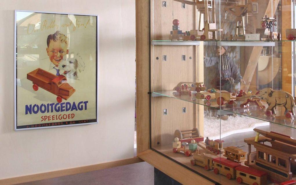 Houten speelgoed uit de Nooitgedagt-collectie in museum Houtstad IJlst. beeld Houtstad IJlst