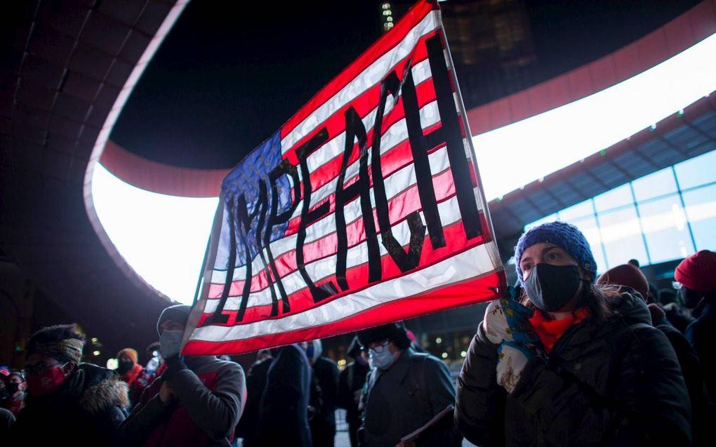 Amerikanen gingen donderdag in New York de straat op om op te roepen tot de afzetting van president Donald Trump. beeld AFP, Kena Betancur