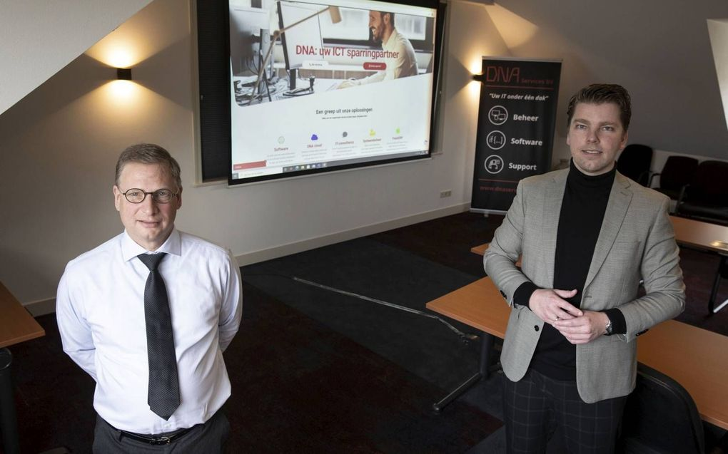 Albert van Zijverden (l.) en Hans de Wit ontzorgen bedrijven door alle ICT voor hun rekening te nemen.beeld RD, Anton Dommerholt