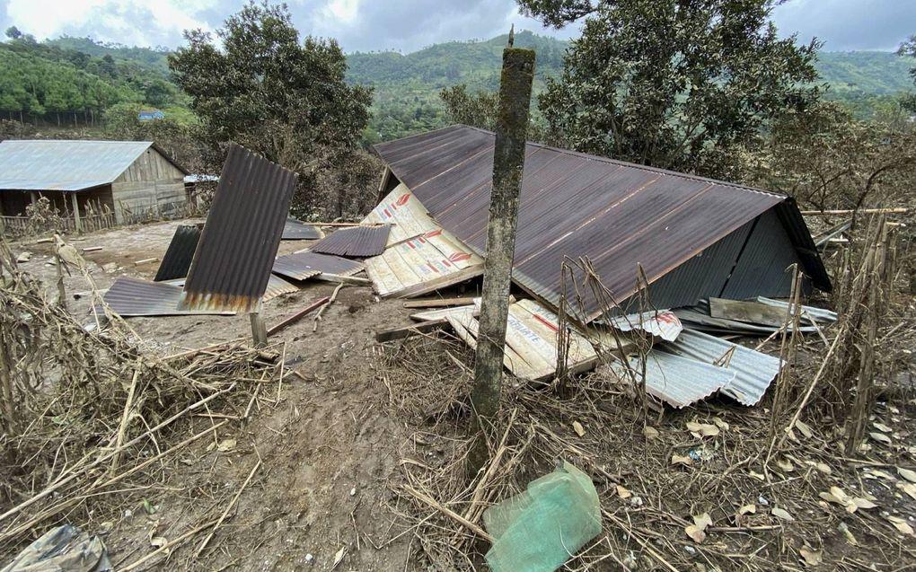 Deze woning nabij het plaatsje Caquiton storrte in door overstromingen nadat de orkanen Iota en Eta over Guatemala raasden. beeld Ruth Rodriguez