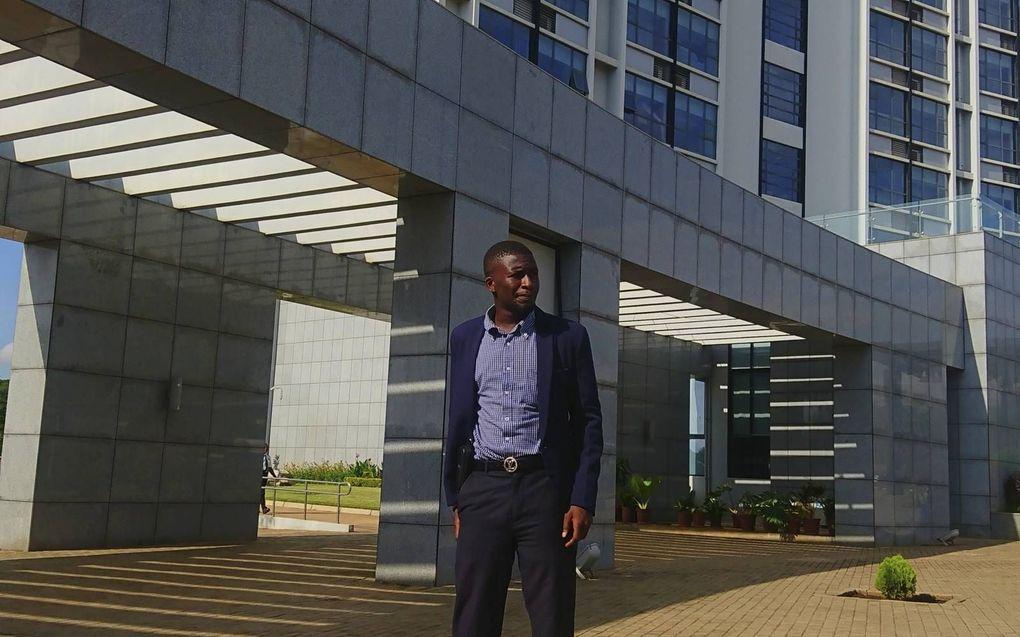 Müzza Thole werkt als landbouwkundig adviseur voor het Malawiaanse Ministerie van Landbouw. Het land heeft veel te lijden van hitte droogte en overstromingen.beeld Müzza Thole