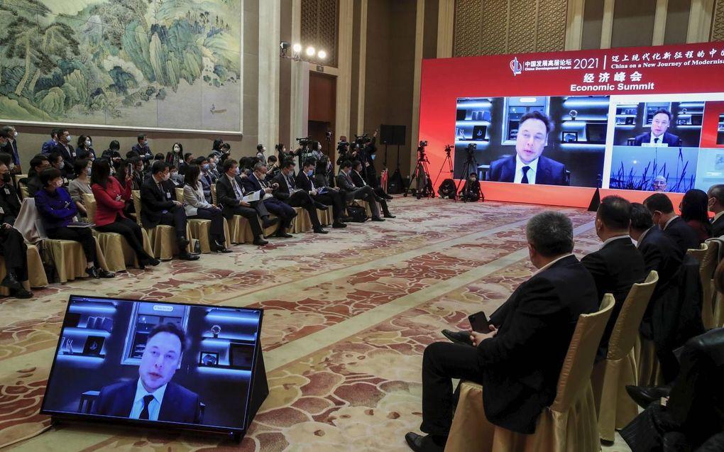 Elon Musk, voorman van Tesla Inc, sprak zaterdag op het China Development Forum in Peking. China wil via dit forum leidend zijn op het terrein van industriële vernieuwing. beeld EPA, Wu Hong.