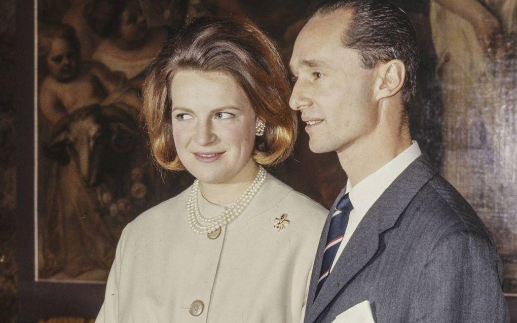 Prinses Irene en Carlos Hugo op Paleis Huis ten Bosch bij de bekendmaking van hun verloving op 11 februari 1964.beeld NFP