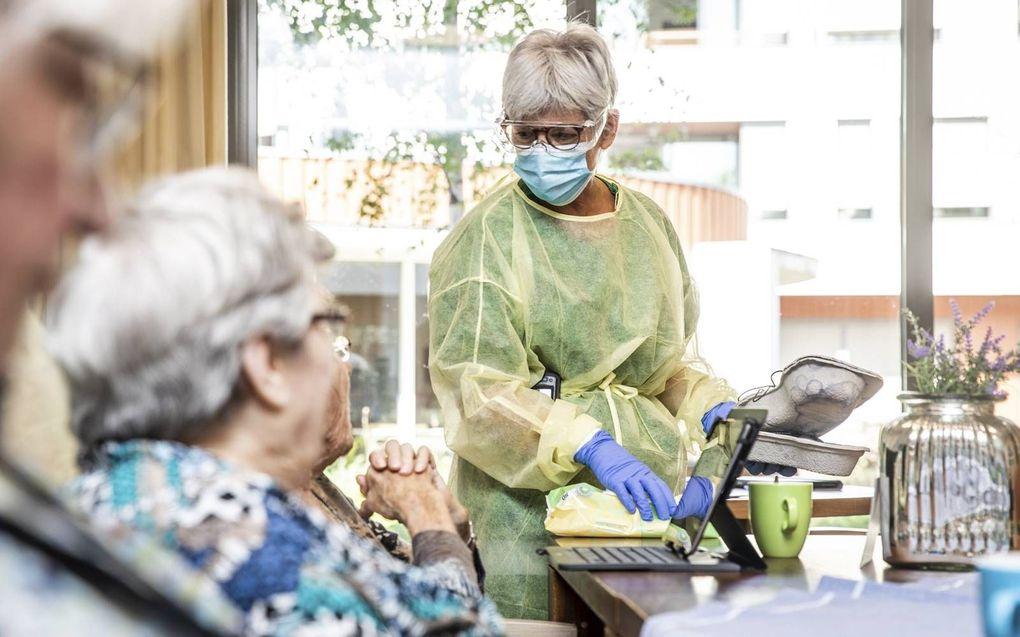 Veel zorgmedewerkers voelen druk om zich te laten vaccineren.beeld ANP, Jeffrey Groeneweg