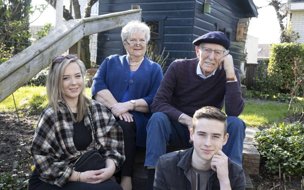Opa en oma Wijnmaalen met kleinkinderen Emma en Pieter.beeld RD, Anton Dommerholt