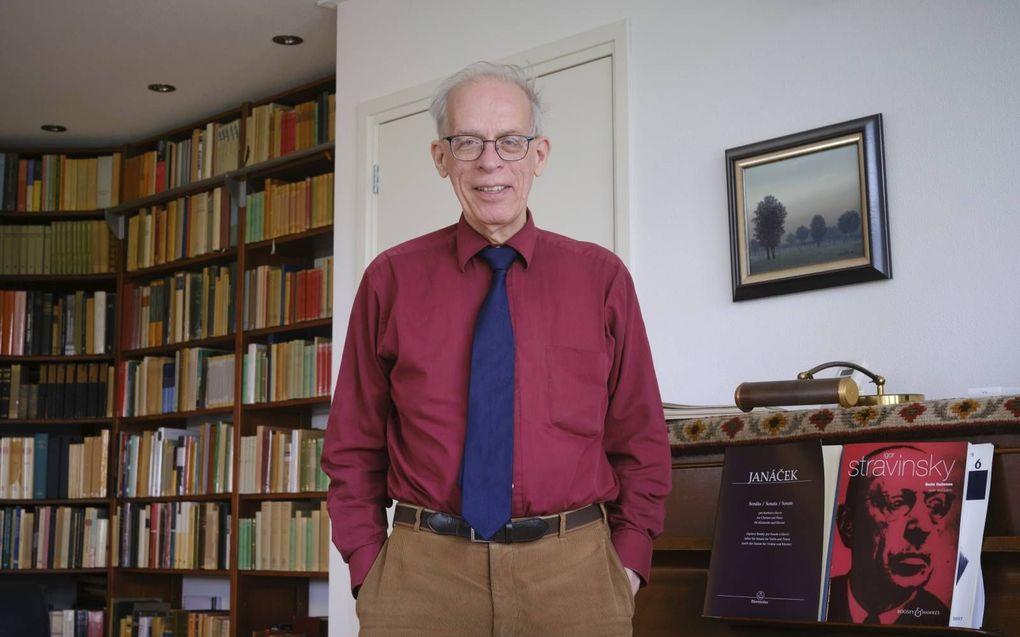 Ds. J. van Eck, die 27 jaar legerpredikant was, is een liefhebber van klassieke muziek en componeert geregeld.beeld Sjaak Verboom