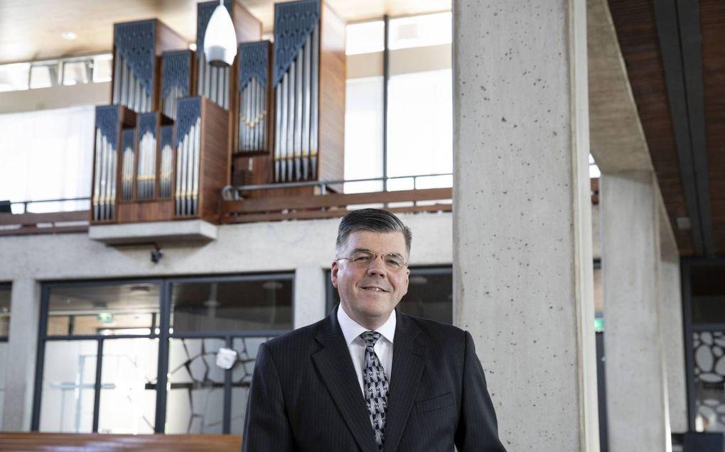 Ds. G. J. Baan in de Bethelkerk van de gereformeerde gemeente van Rotterdam-Zuidwijk. De predikant promoveert donderdag op een studie naar drie paascantates van Bach.beeld RD, Anton Dommerholt