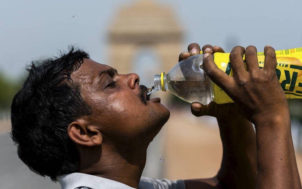 Ook via waterflesjes krijgen mensen plasticdeeltjes binnen. beeld AFP/Hollandse Hoogte, Jewel Samad