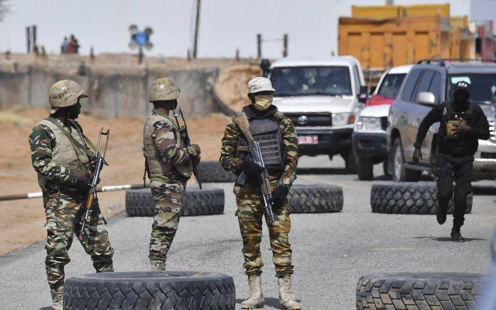 Islamitische jihadisten in Afrika maakten dankbaar gebruik van de coronacrisis. Foto: soldaten in Niger houden de wacht vanwege de dreiging van terreurgroep Boko Haram.beeld AFP, Issouf Sanogo