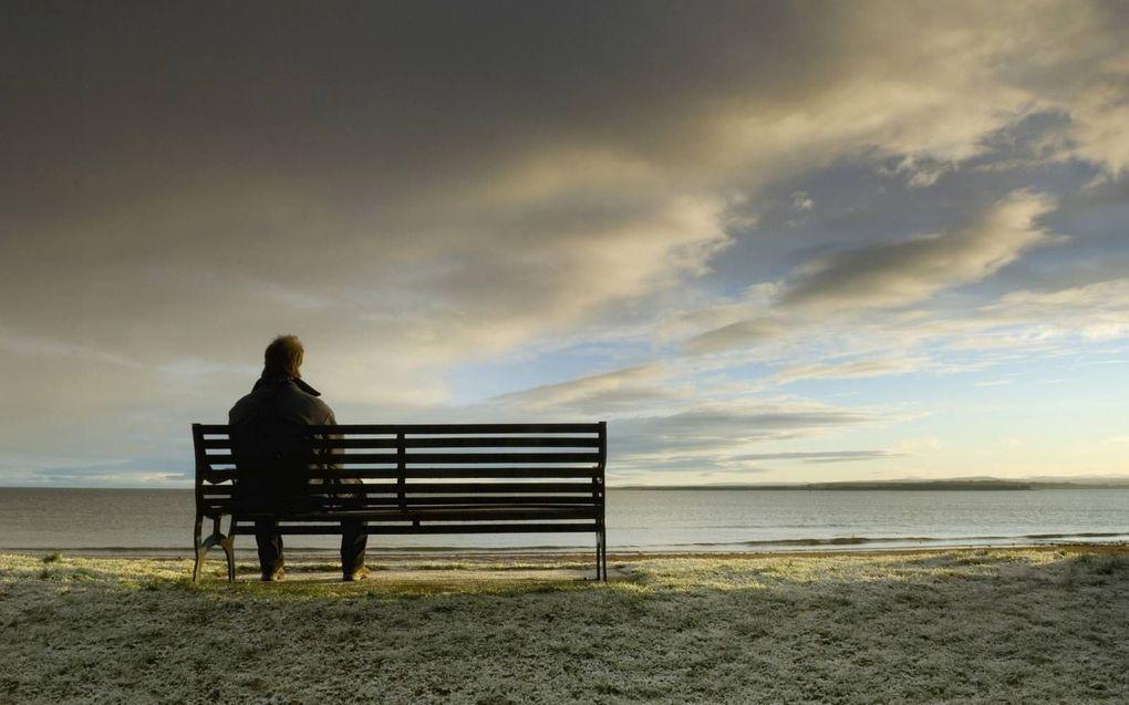 """""""Eenzaamheid en somberheid zijn geen ziektebeelden, maar zaken die ieder mens in het leven tegenkomt."""" beeld iStock"""