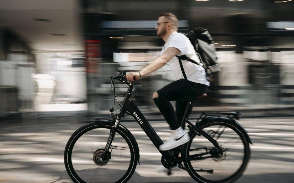 """""""De hogere snelheid van elektrische fietsen moet gepaard gaan met ander verkeersgedrag.""""beeld Unsplash, Wolfram Bölte"""