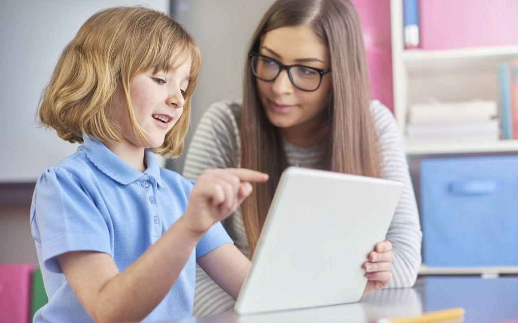 """""""De leerprestaties van een kind worden ontegenzeggelijk heel positief beïnvloed door een goede samenwerking tussen school en ouders."""" beeld iStock"""