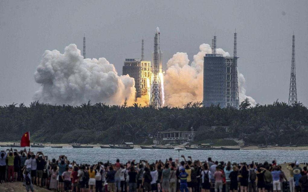 De raketlancering van 29 april was de eerste van elf missies die nodig zijn om het Chinese ruimtestation te voltooien in 2022.beeld EPA, Matjaz Tancic