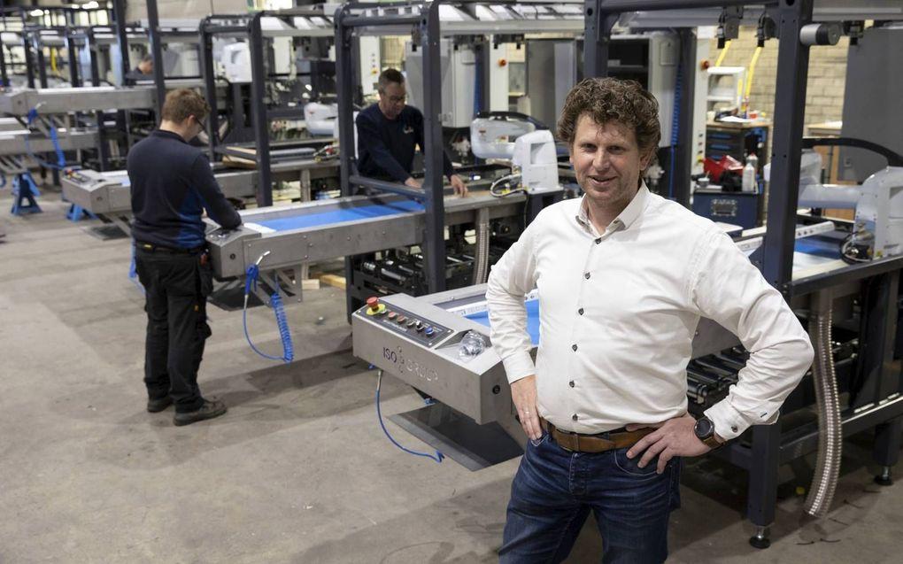 Opbouw van sorteerinstallaties in de hal van ISO Group. Wim van der Meyden (voorgrond) nam het bedrijf in 2016 over van de oprichter.beeld RD, Anton Dommerholt