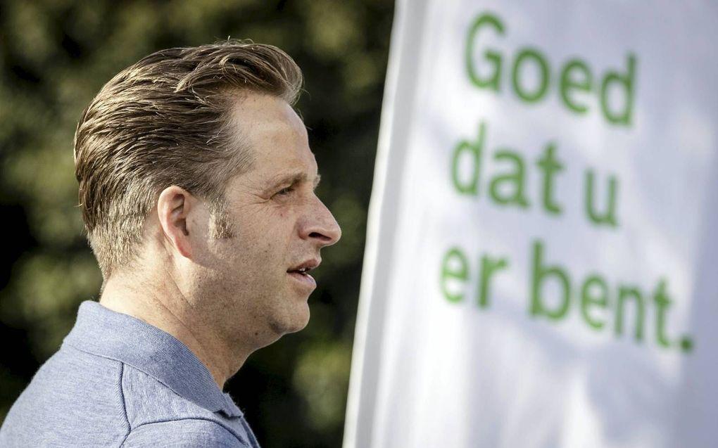 Minister De Jonge (Volksgezondheid) wacht op zijn vaccinatie.beeld ANP, Sem van der Wal