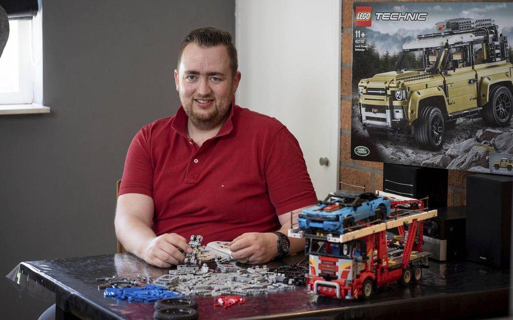 Nu Jan-Brand Mastenbroek niet de gewenste werkuren kan draaien, heeft hij in ieder geval voldoende tijd voor zijn hobby: technisch lego. beeld Niek Stam