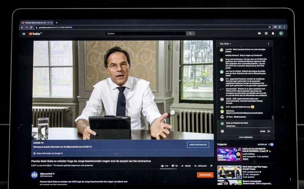 Premier Mark Rutte beantwoordt via een livestream vragen rondom het coronavirus. beeld ANP, Koen van Weel