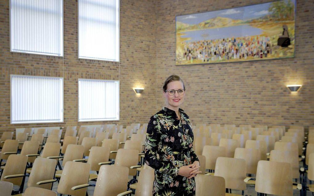 Dr. Almatine Leene werd in november 2020 als eerste vrouwelijke predikant in de Gereformeerde Kerken vrijgemaakt, bevestigd.beeld ANP, Robin van Lonkhuijsen