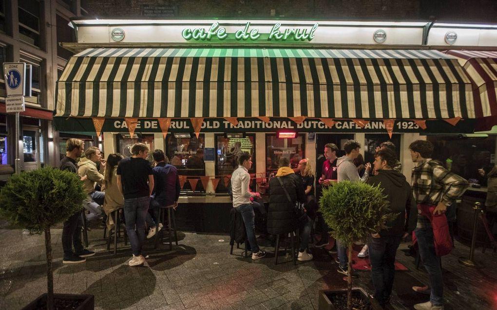 Cafés moeten tot en met 13 augustus de deuren 's nachts dichthouden.beeld ANP, Paul Bergen