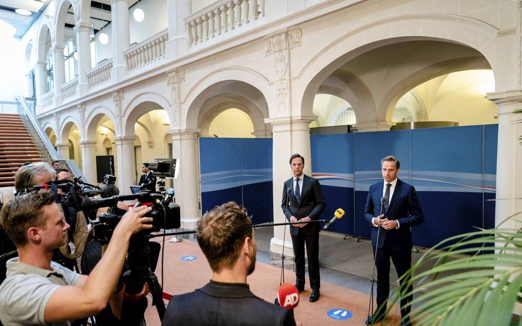 Premier Rutte en minister De Jonge (Volksgezondheid) gingen maandag in gesprek met de pers over de laatste stand van zaken rondom het coronavirus.beeld ANP, Bart Maat