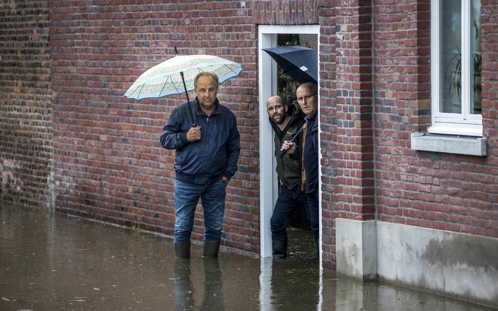Als het extreem veel regent, kunnen overheden overstromingen nauwelijks voorkomen.beeld ANP/Hollandse Hoogte, Marcel van HoornAls het extreem veel regent, kunnen overheden overstromingen nauwelijks voorkomen.beeld ANP/Hollandse Hoogte, Marcel van Hoorn