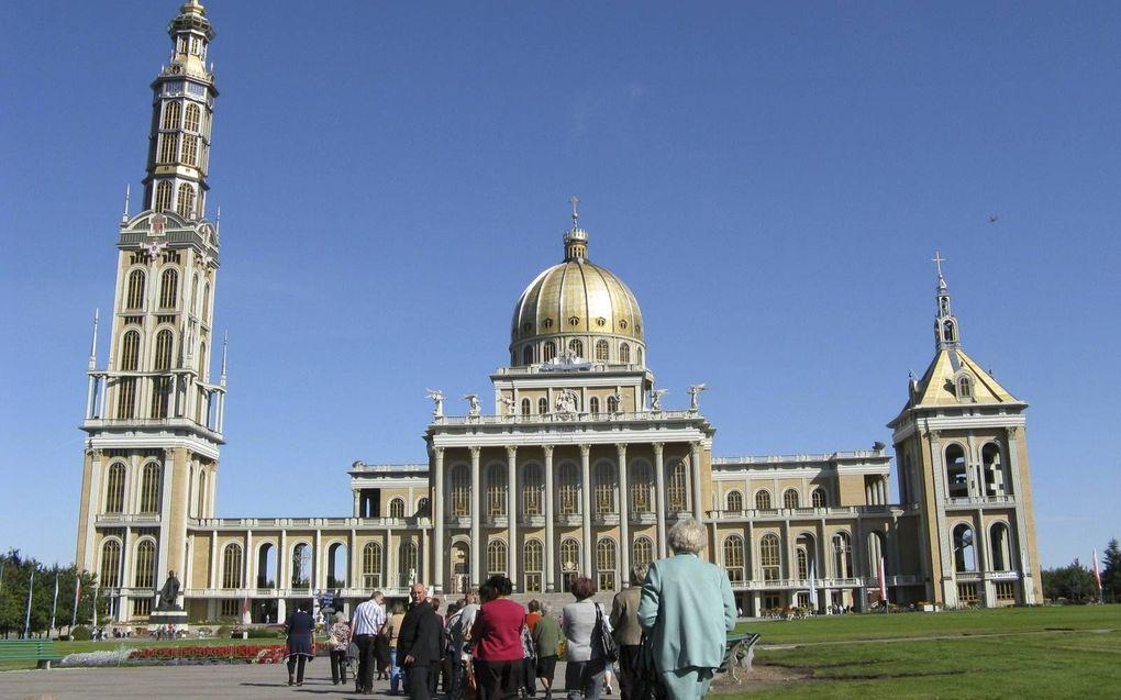De Mariabasiliek van het Poolse Licheń is het grootste kerkgebouw van Polen.beeld Pedro Snoeijer
