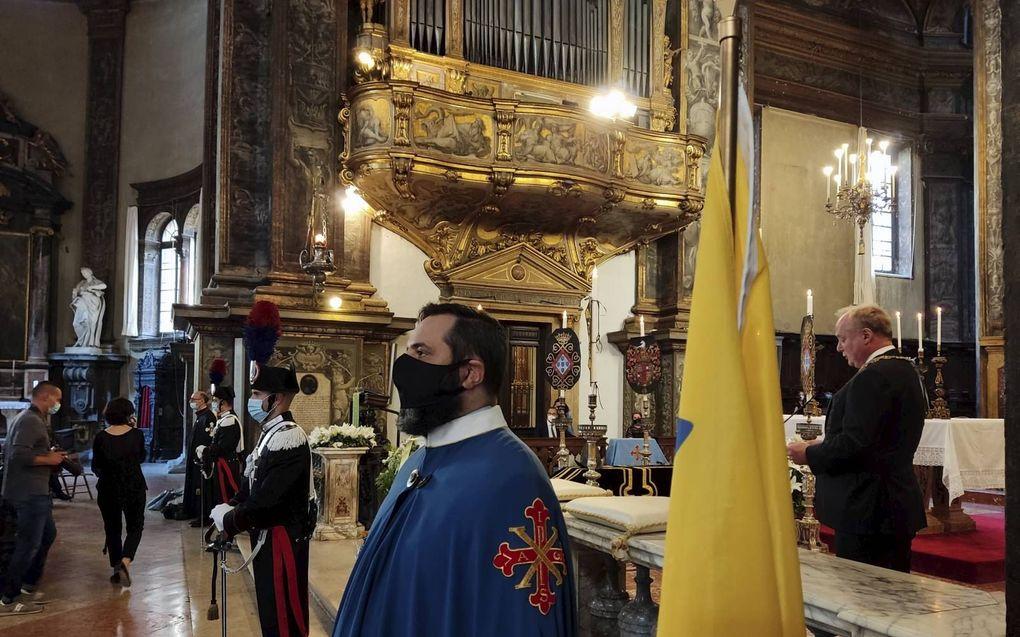 Prins Carlos hield zaterdagmiddag een toespraak in Parma. Daar werd Alexander Farnese, veldheer tijdens de Tachtigjarige Oorlog opnieuw bijgezet.beeld Hans Jacobs