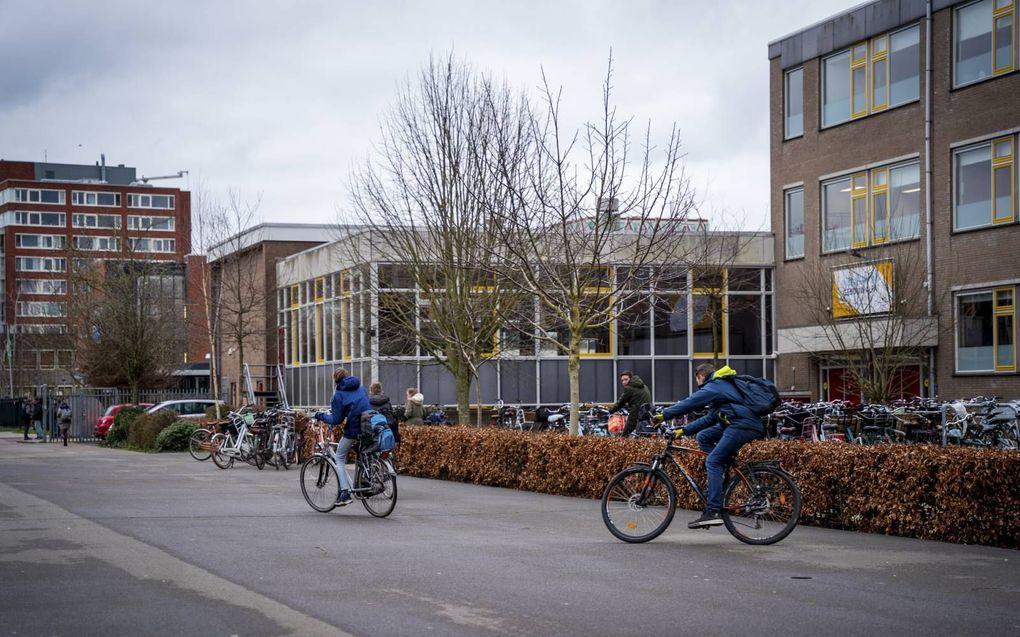 Het Driestar College organiseert tot zeker eind 2021 geen buitenlandse reizen. Daarna gaat de school kijken voor de mogelijkheden voor 2022. Middelbare scholen worstelen met excursies en buitenlandse reizen nu veel coronaregels versoepeld zijn. beeld Cees van der Wal