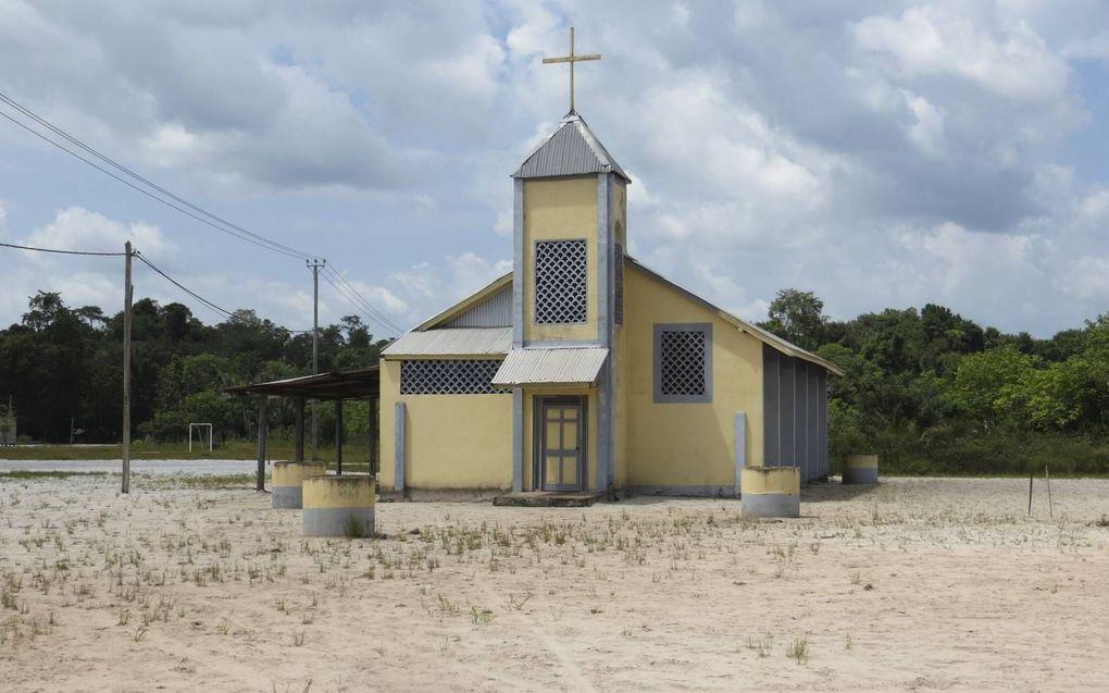 Kerkje in indianendorp.beeld Armand Snijders
