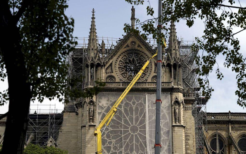 Cultureel erfgoed moet planmatig worden gedocumenteerd in 3D-scans, vindt Carola Hein, hoogleraar architectuur en stedenbouw aan TU Delft. Op de foto herstelwerkzaamheden aan de Parijse kathedraal Notre-Dame die op 15 april in vlammen opging. beeldAFP, L