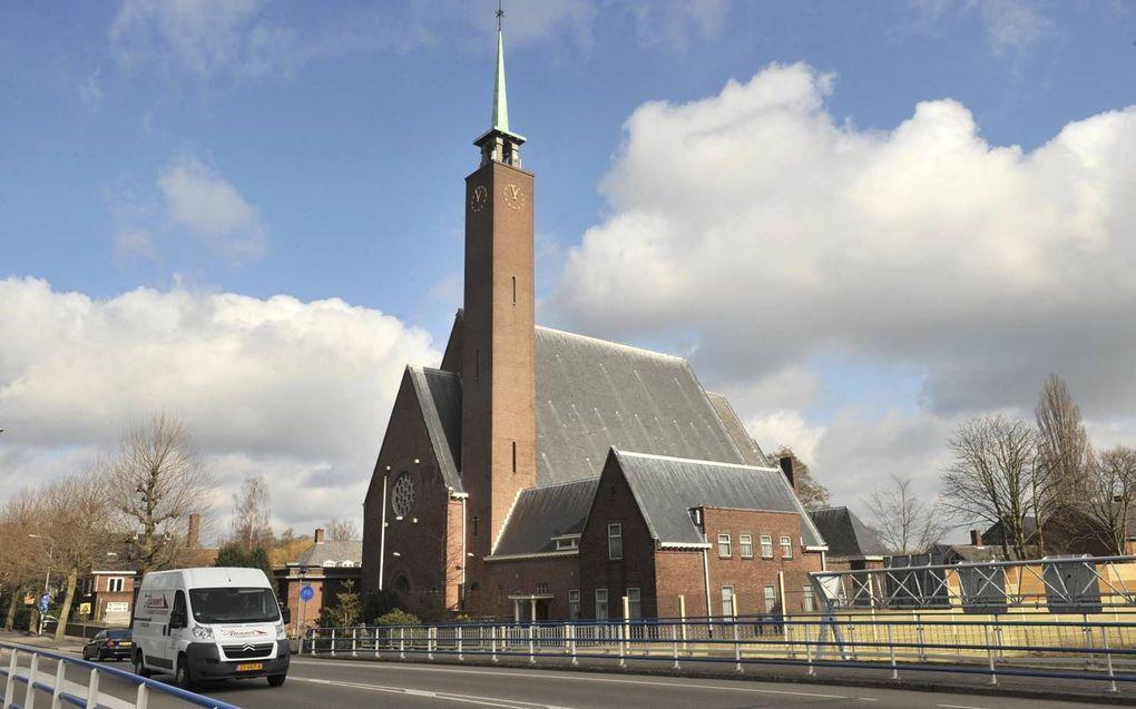 Een crowdfundingsactie voor het behoud van de Sint-Annakerk aan de A9 in Amstelveen leverde 300.000 euro op.beeld Paul Dijkstra