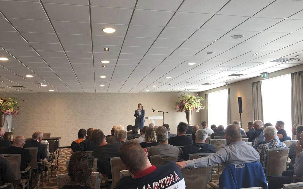 Minister Schouten sprak vrijdag in Nootdorp met de pulsvissers. beeld RD
