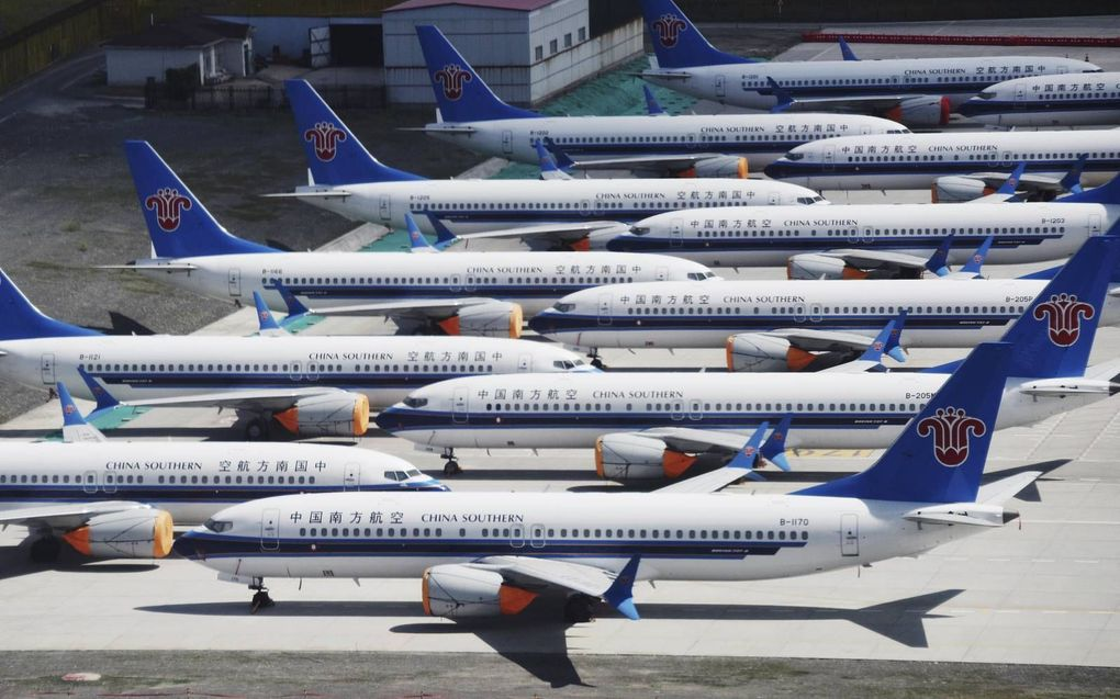 Na twee ongelukken met de nieuwe Boeing 737 MAX werd het toestel aan de grond gehouden, zoals bij de Chinese stad Urumqi. beeld AFP, Greg Baker