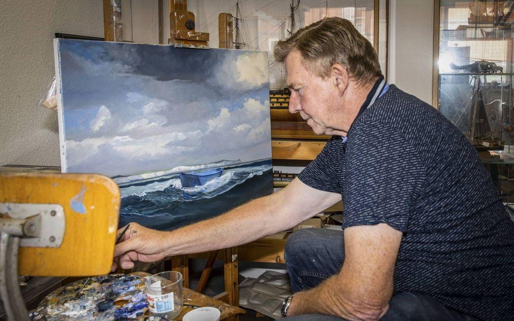 """""""Met een schilderij ben ik meestal een maand of drie bezig"""". beeld RD, Henk Visscher"""